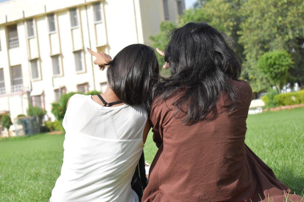 college-girls-2660891_1920