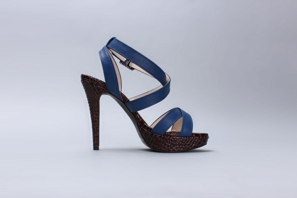 sandals-587185_1920